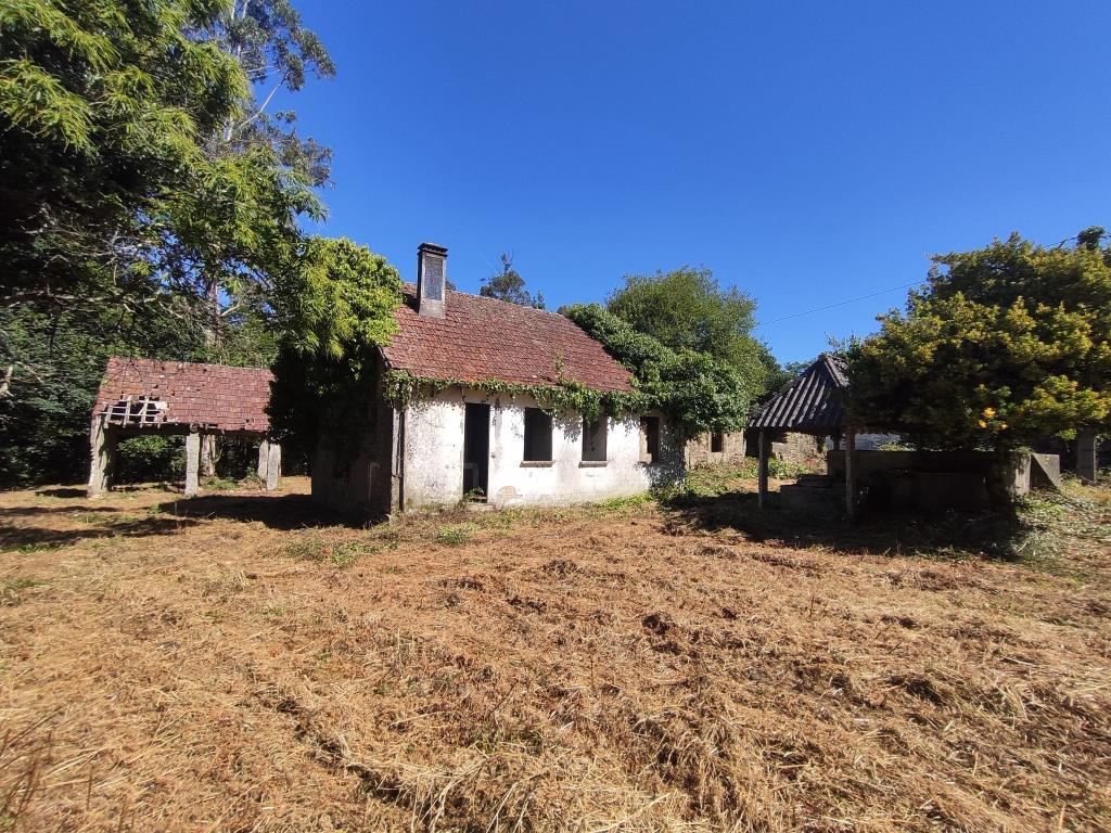 Casa para restaurar con gran parcela – MV510