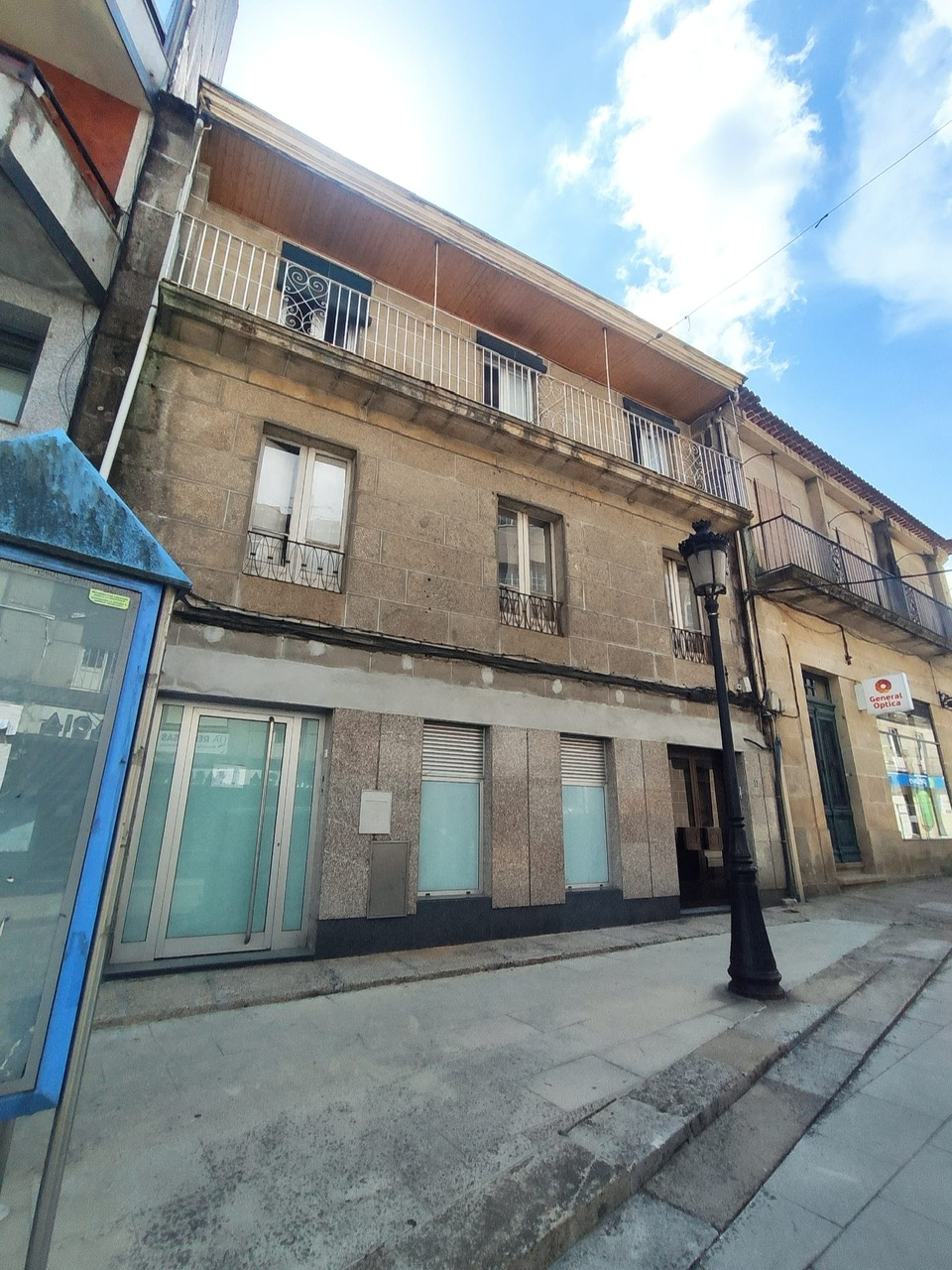 2 pisos y bajo cubierta en pleno centro de Ponteareas – MV521